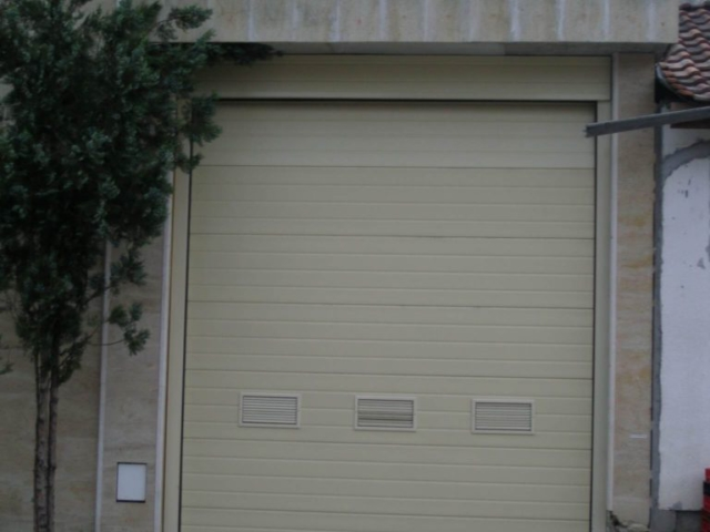 Секционна врата 1