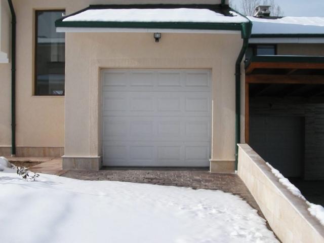 Секционна врата 6
