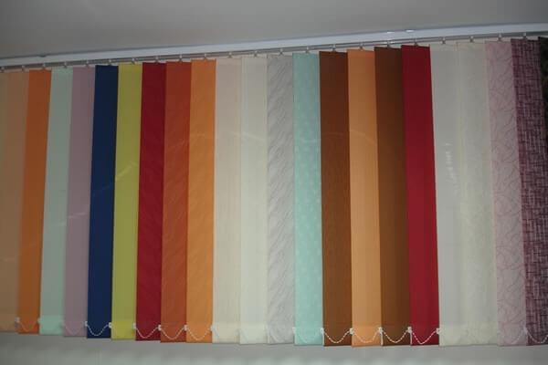 Вертикални текстилни и алуминиеви щори