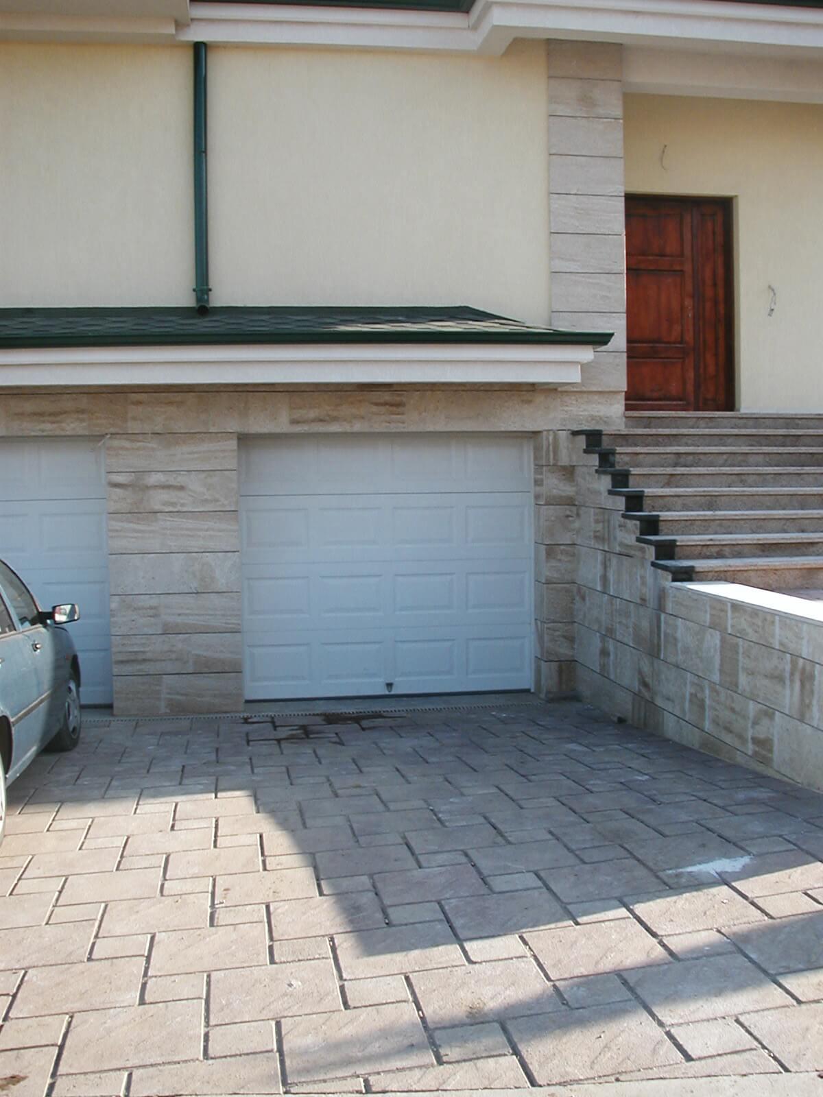 Секционна врата 2